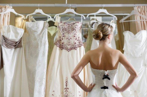 esküvői ruhapróba